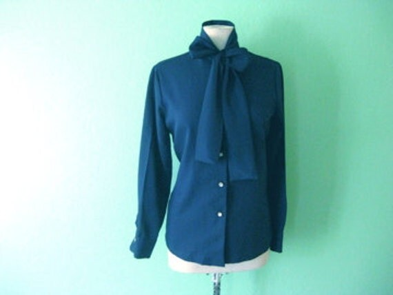 70s shirt - navy bow tie collar vintage button up shirt - size medium/large