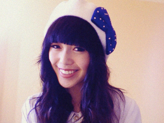clementine bow beret - cream with electric blue bow
