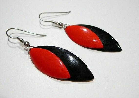 Vintage Retro Dangle hook pierced Earrings Red Black Metal