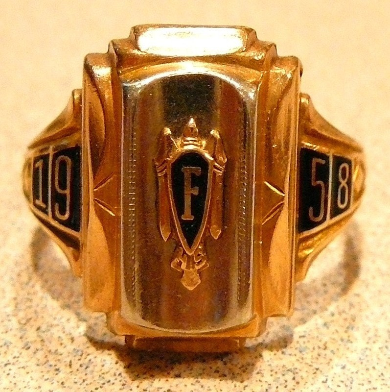 Women's Vintage 10K Gold Ring Faribault 1942 High School ... |Womens High School Class Rings