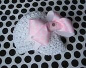 Newborn/infant newsboy cap with interchangable boutique bow/flower
