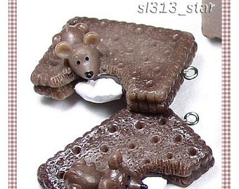 Mouse On My Chocolate Biscuit Lucite Pendant, 2pcs