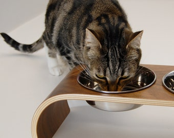 Walnut veneer bent-ply double feeder for cats