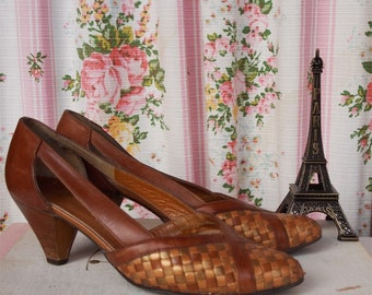 French Vintage Corine of Paris Tan Leather High Heel Pumps, Kitten Heel Shoes with Weave Detail and Wooden Heel, Small Size