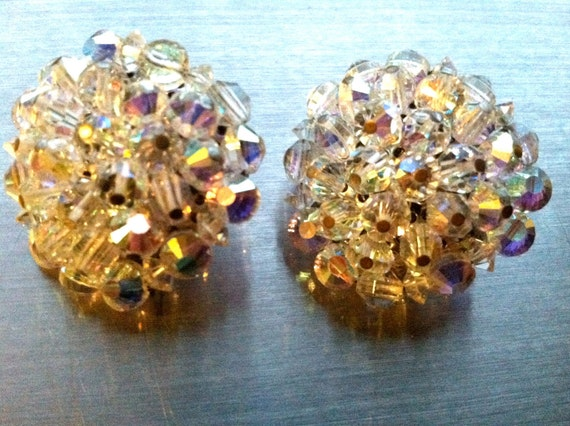 HOBE Splendorous Sparkly AB Aurora Borealis Crystal Cluster Clip on Earrings Runway marked stamped Designer Vintage Jewelry artedellamoda