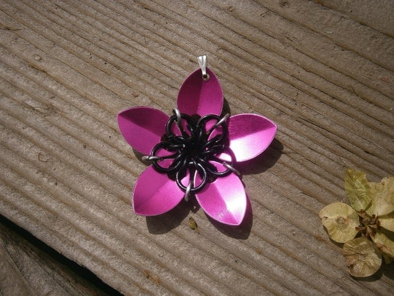 Everlasting Flower pendent in Hot pink