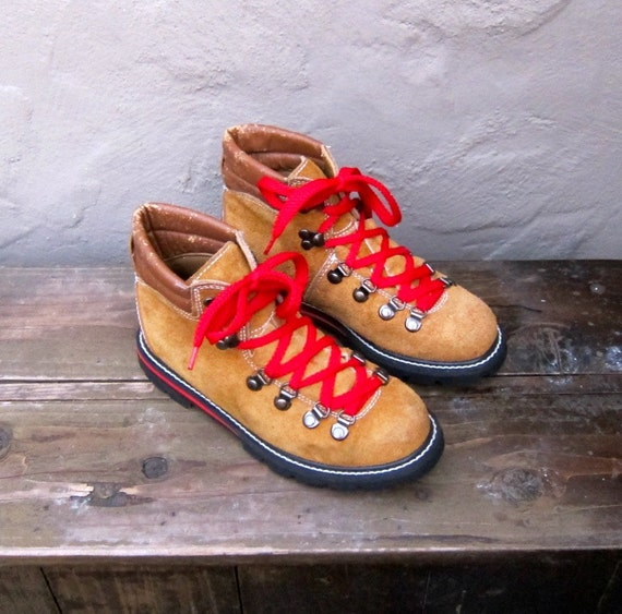 Luxury  Leather Hiking Boots With Red Laces And Shearling Lining  Women39s 85