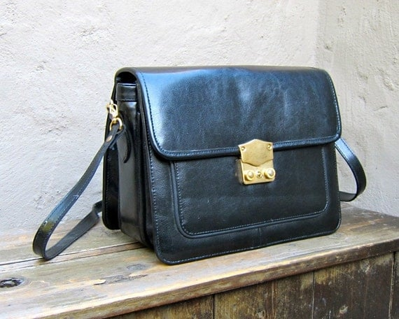 Vintage Black Leather Cross Body Satchel Purse w/Gold Lock