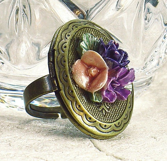 Vintage Style Brass Adjustable Locket Ring with Hand Dyed Resin Flower Cabochon