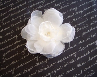 SWEET PEA - Pure Ivory Chiffon Flower Fascinator with Pearl