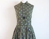 Vintage 1950s dress / green diamond print / 50s big button shirtwaist dress