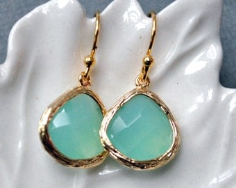 Bridesmaid Earrings Aqua, Sea ocean blue in gold, dangle, perfect bridesmaid gift, brithday, mom, bridal