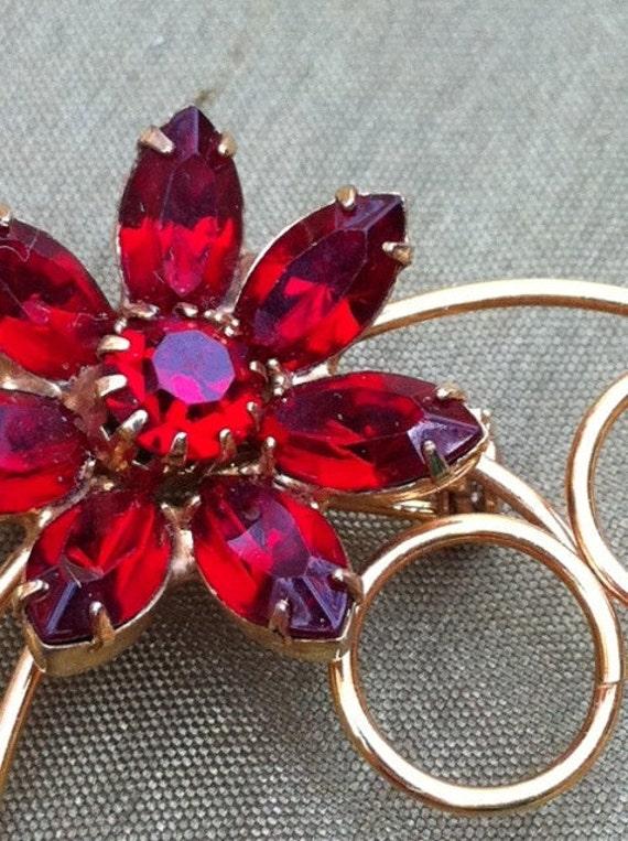 Vintage Red Ruby Rhinestone Dainty Goldtone Flower Pin