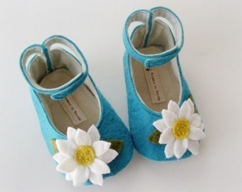 no 048 Leila Felt Baby Shoes PDF Pattern