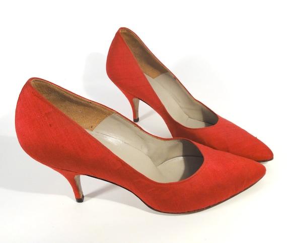Vintage Scarlet Shantung Silk Heels 1960's  7.5