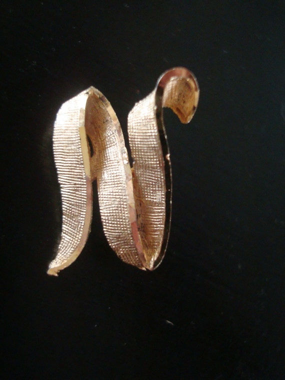 Vintage Initial N Pin Brooch Brushed Gold1960s