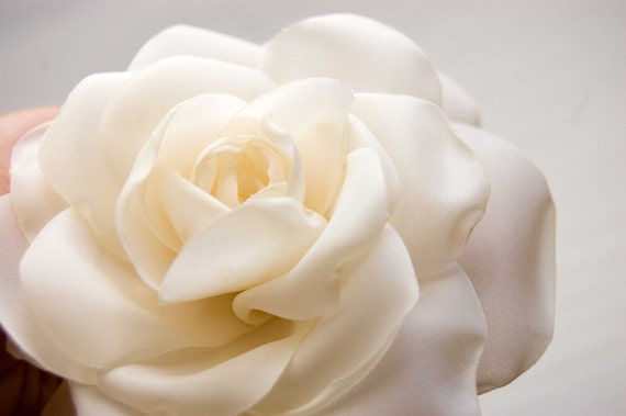 Ivory rose hair clip, Bridal hair flower, Wedding hair accessory,  Rose hair flower, Bridal hair clip
