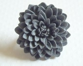 CHRYSANTHEMUM handmade plastic flower ring - gray