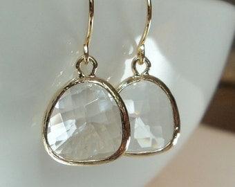 Clear crystal quartz diamond glass and gold dangle earrings. Bridal earrings. Bridesmaids earrings. Wedding jewelry.