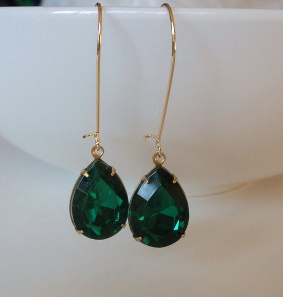 Emerald green vintage acrylic tear shape drop earrings.  Brass settings.  Gold kidney wires.  Long dangles.  Old Hollywood Glam.