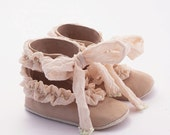 Beige baby shoes from silk-ruffled leather