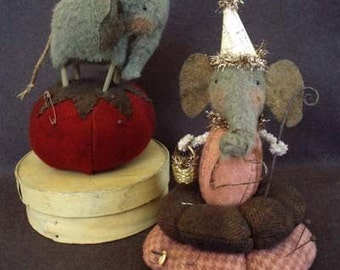 Primitive Folk Art Ellie Pins Elephant Pincushion E-PATTERN by cheswickcompany