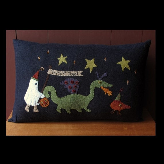 Halloween Trick or Treaters Pillow KIT by cheswickcompany