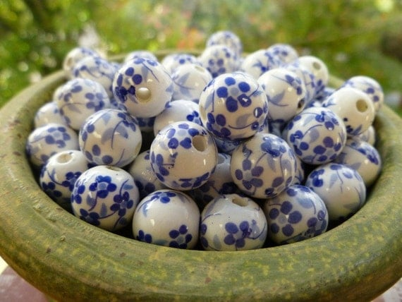 12 Fun White and Blue Flower 12mm Porcelain Beads (37-4-12)