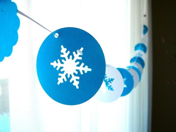"6 Foot - 2"" Frosty Snowflakes Garland"