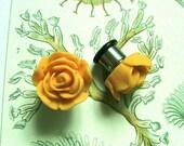 Egg Yolk Yellow Vintage Tea Rose Flower 00g Earrings