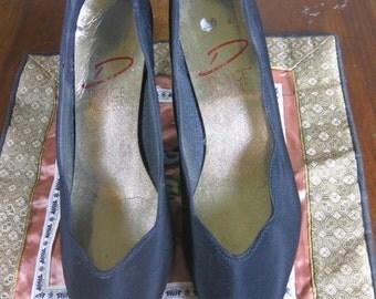 SALE   60s  Black Silk Dress Pumps