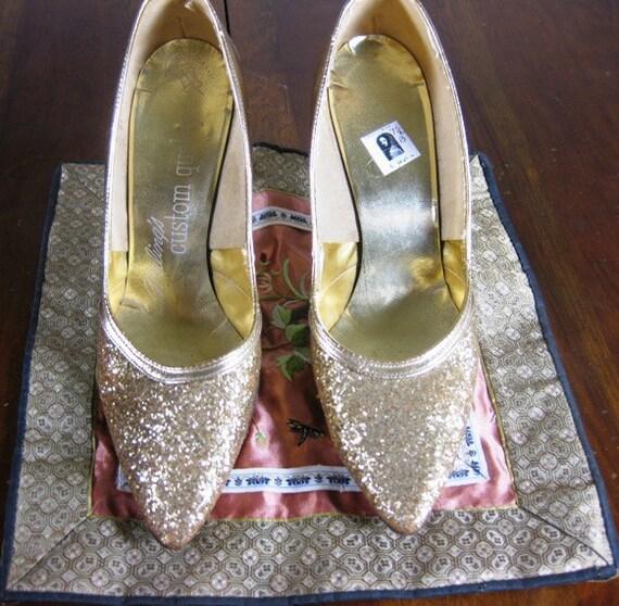 50s Gold Glitter Pumps