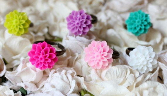 6 Resin Flower Rings Vintage Inspired SPECIAL