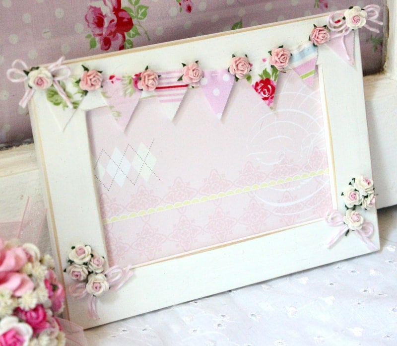 Cottage chic photo bunting frame cottage style baby girl - Marcos de fotos originales ...