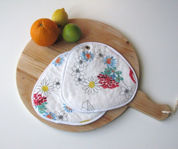 large pair of pot holders in floral cotton fabric - ostat