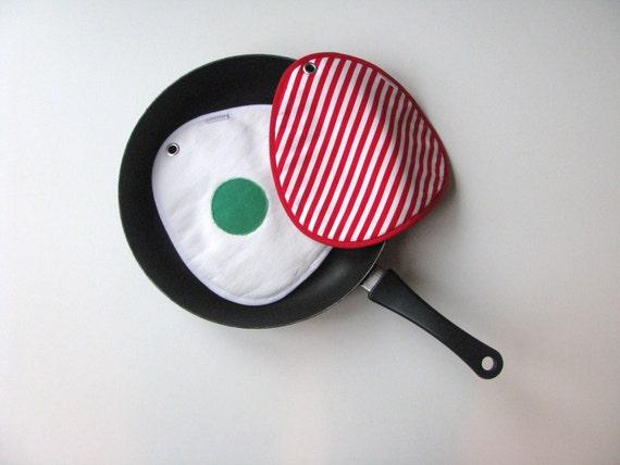 fun dr. Seuss green eggs potholders - large potholders - fun gift - Dr Seuss gift - gift for him - kitchen gift - green eggs gift potholders