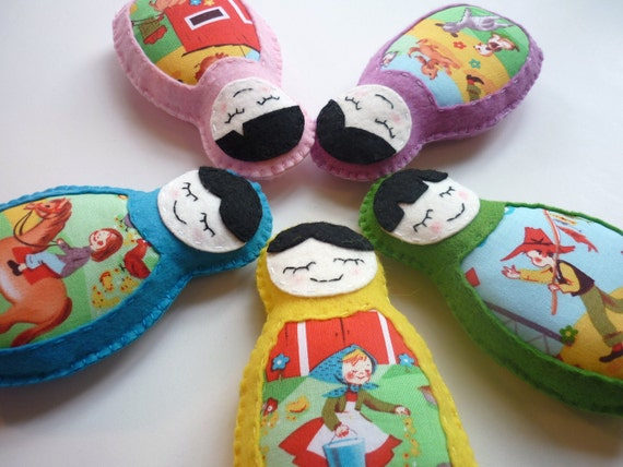Retro Farmyard Matryoshka (Russian Doll) Baby Mobile - Cot Mobile with retro Farmyard Fabric Tummy - Ready to ship now.