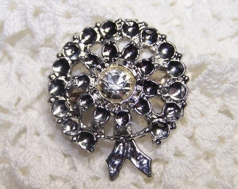 SALE Silver Tone Christmas Wreath Brooch with Rhinestone Center Pin Holiday Sparkle Party Formal Vintage VTG REDUCED