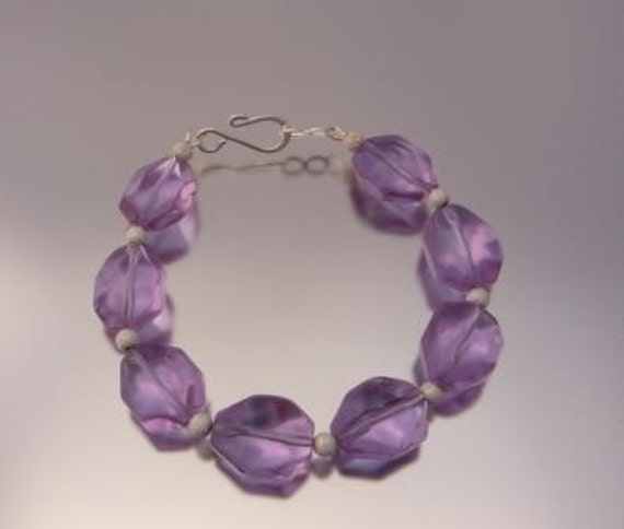Faceted Light Purple Glass and Stardust Bead Bracelet