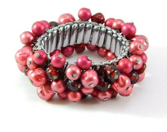 Vintage JAPAN Cranberry Pearl Cha Cha Expansion Bracelet - Stretch Adjustable - 1950 - WOW