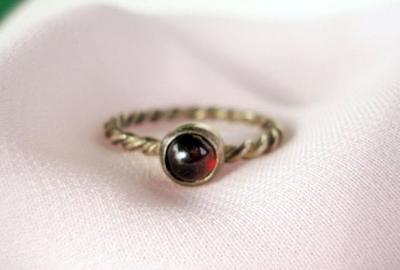 Vintage Sterling Silver Twisted Rope & Glass Eye Ring - Size 5 1/2 - 1940 - Very Dainty