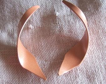 Earrings Bright Spring Pastel Peach Twisted Metal Pierced Vintage Retro 1970s 1980s Mod Chic Funky Destash