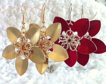 Chainmaille Flower Earrings >> Poinsettia Earrings, Petal Earrings, Scale Earrings, Scalemaille Earrings, Chain Mail Earrings, Holiday