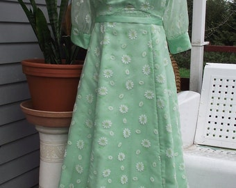 1950-1970s Mint Green with Daisies Formal-Sheer Sleeves
