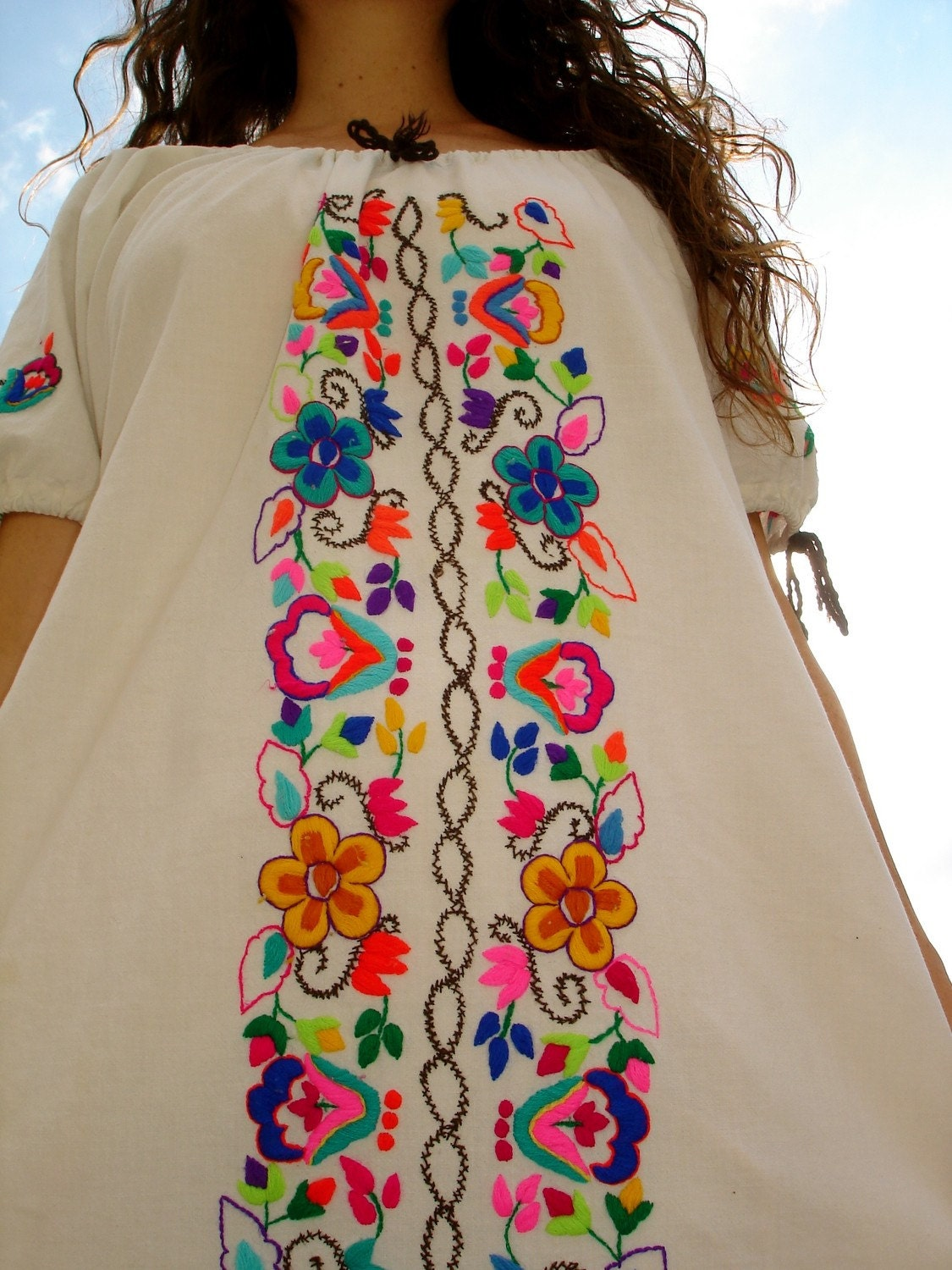 Pretty hippie vintage hand embroidered mexican by