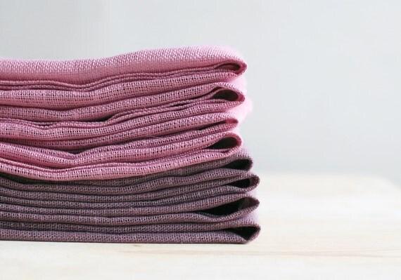 Natural linen napkin set.