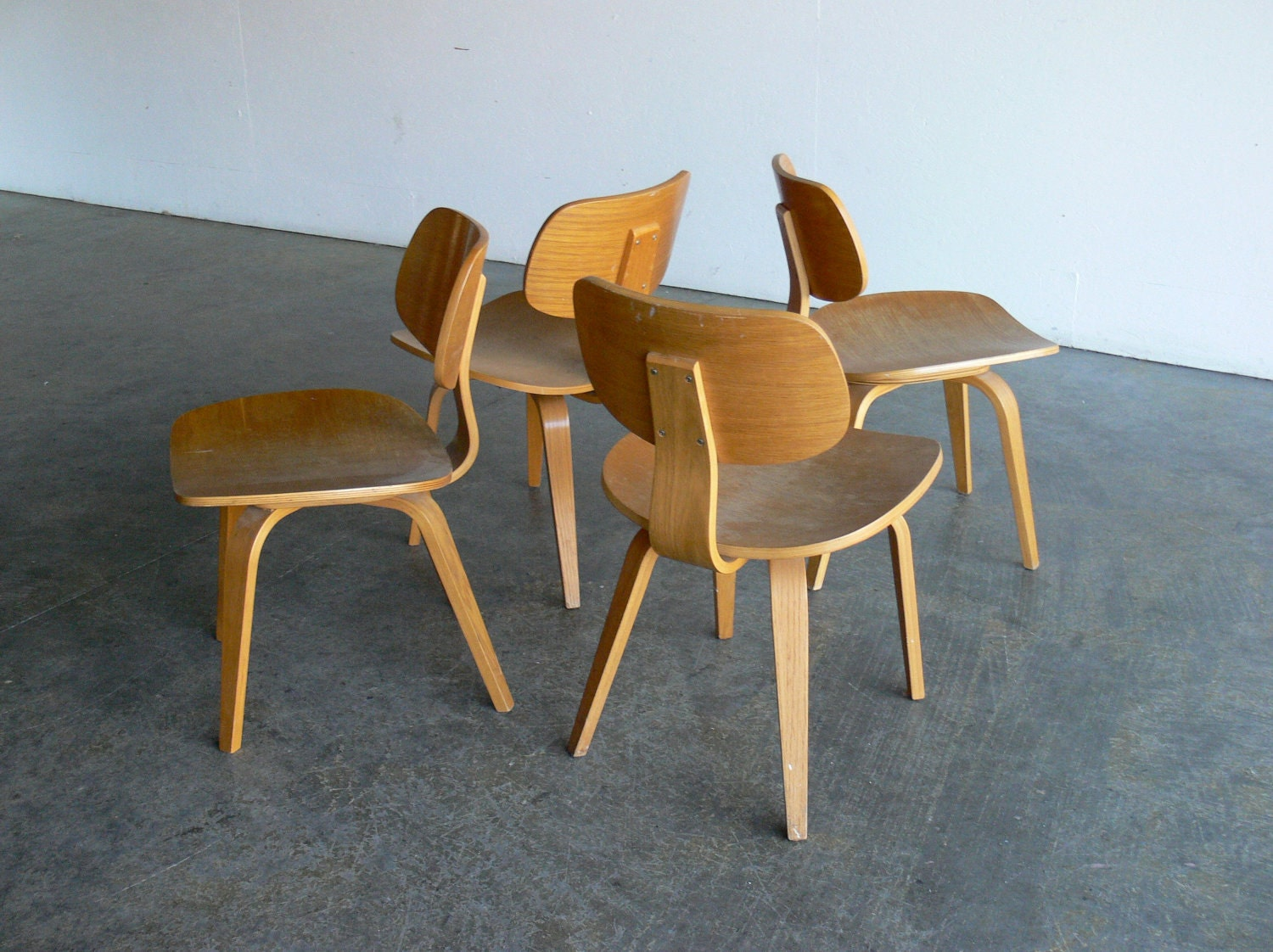 Vintage mid century modern thonet plywood chair set of 4 by comod