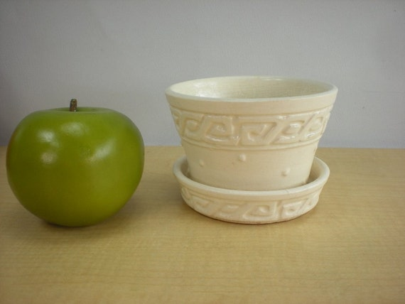 Mccoy Pottery Small White Violet Flower Pot By Oldetymestore