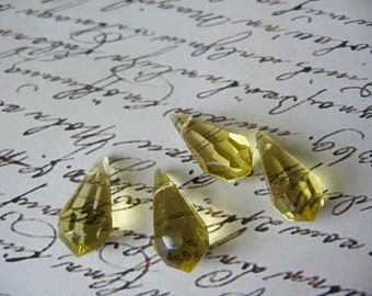 4 Light Yellow Glass Briolettes 20m x 10mm