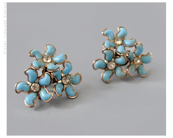 1950's VINTAGE flower earrings. floral cluster. baby blue. gold metal. crystal centers. spring.